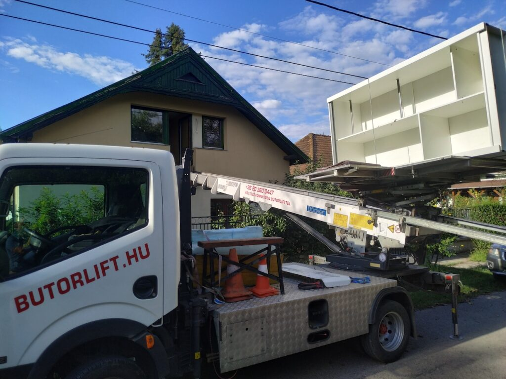 butorlift, bútorlift, költözés